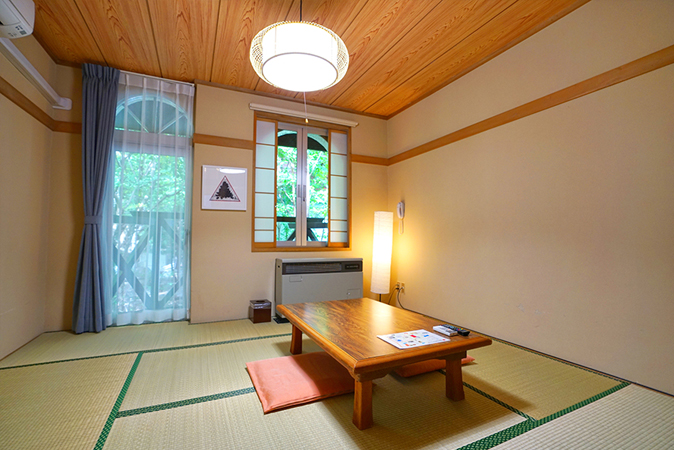 Japanese-style guestroom (8 tatami mats) / 3 rooms