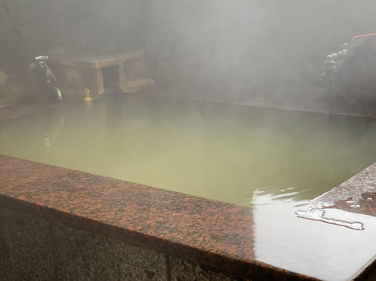 八ヶ岳の恵みの源泉かけ流し天然温泉24時間貸し切り温泉